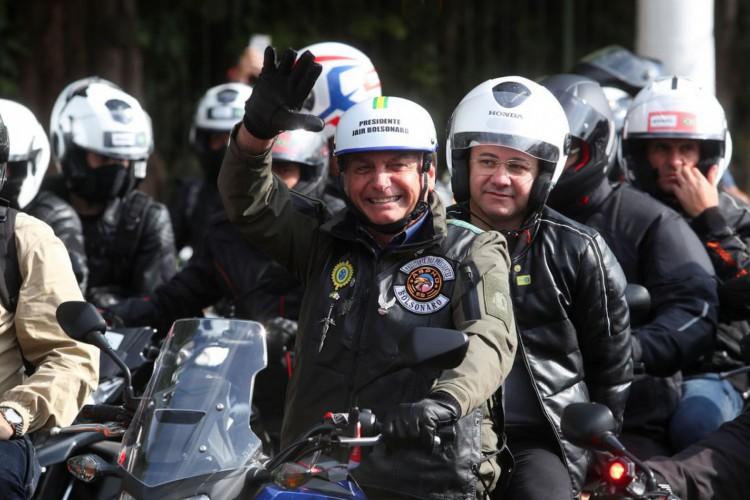 Bolsonaro participa de ato com motociclistas pelas ruas de São Paulo (Foto: )