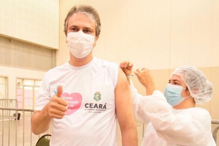 Camilo Santana se vacina em Fortaleza (Foto: Reprodução/Redes Sociais)