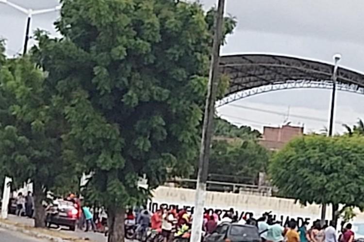 A aglomeração aconteceu em uma escola no município  (Foto: WhatsApp/O Povo)
