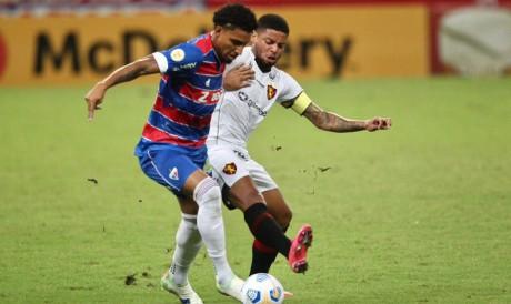 Fortaleza e Sport duelam pela 22ª rodada da Série A, na Arena Pernambuco