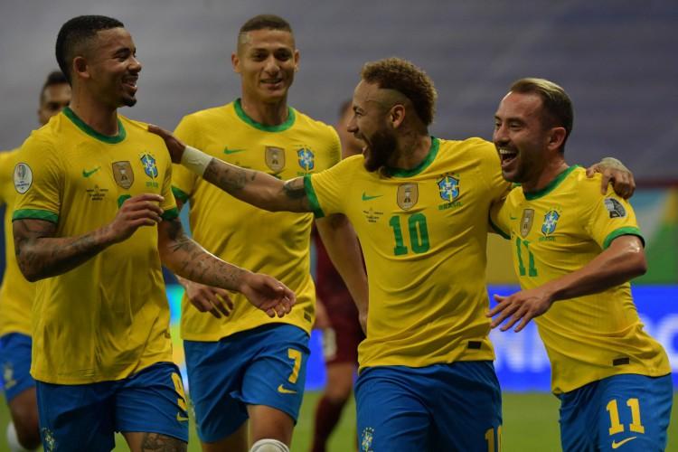 Entre os jogos de hoje, quinta, 17 de junho, o Brasil enfrenta o Peru, pela segunda rodada da Copa América (Foto: NELSON ALMEIDA / AFP)