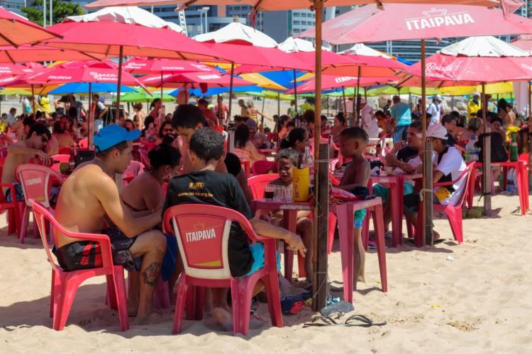 Barracas de praia podem funcionar apenas com atividade de restaurante. (Foto: Barbara Moira)