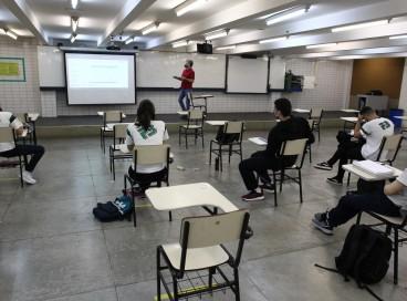 Escolas particulares retomam hoje as aulas presenciais