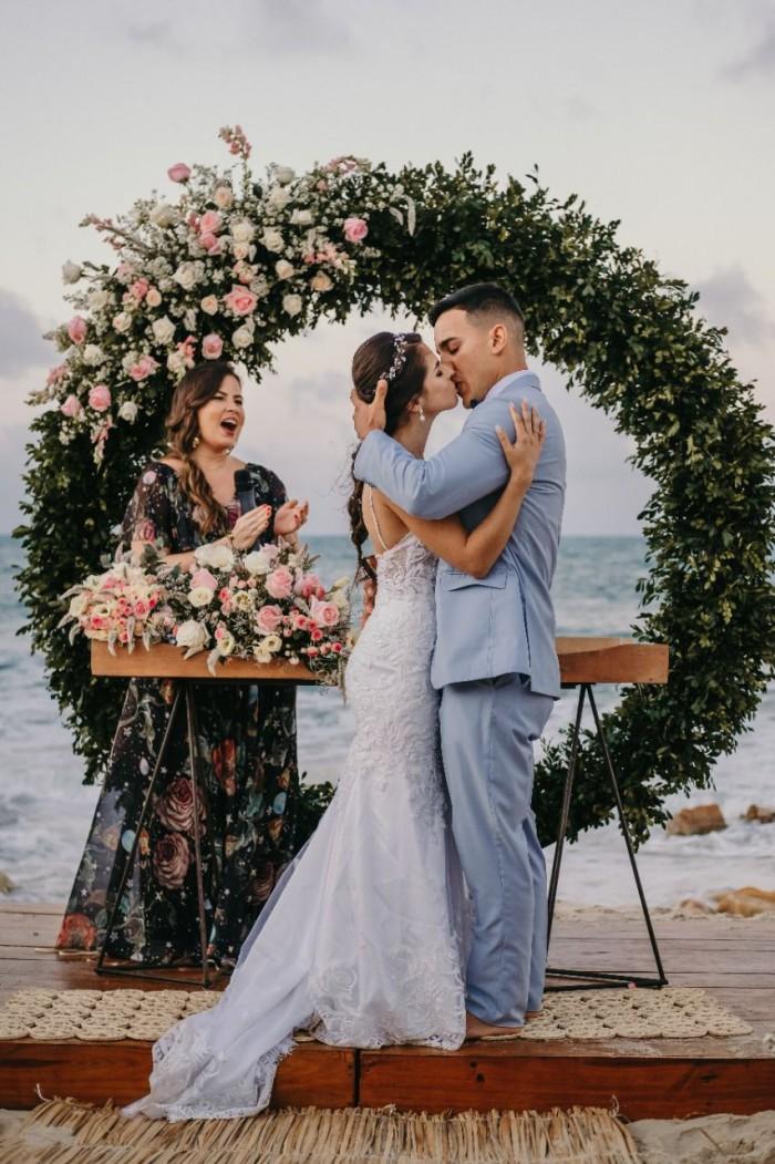 Sarah celebra e vibra a cada novo casamento realizado