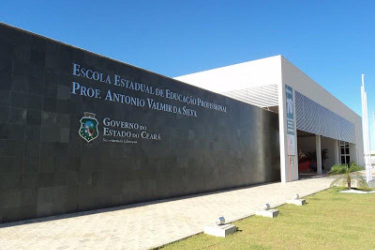 """Em média, 90 alunos da EEEP Prof. Antônio Valmir da Silva estão participando do programa """"Conectado com o Amanhã"""" (Foto: Rodolfo Damasceno/Reprodução site da instituição)"""