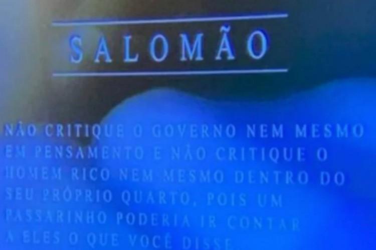 SBT exibe trecho da Bíblia que diz para não criticar o governo   (Foto: Reprodução)