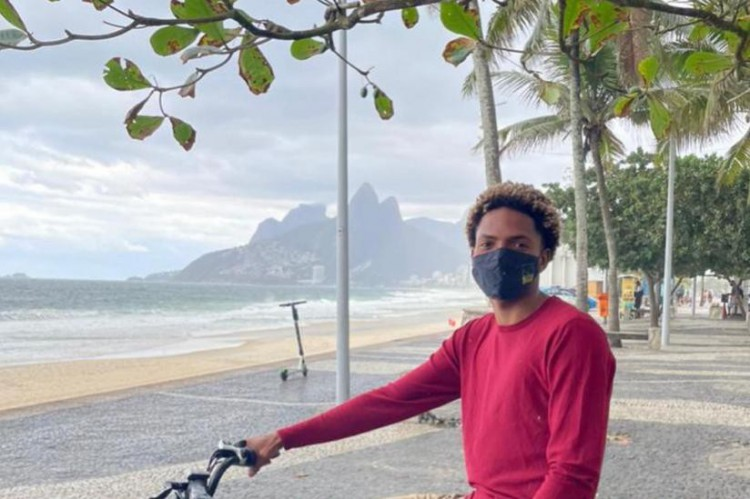 Matheus mostrou a chave do equipamento, sacou o celular e chegou a mostrar fotos antigas dele na bike, mas não adiantou (Foto: Reproduçã/Instagram @matheus_arpex)