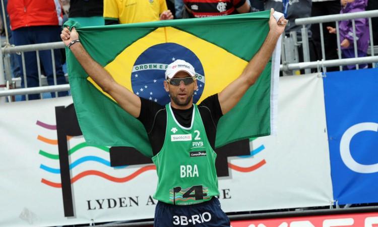 Marcio Araújo comemora conquista em 2011
