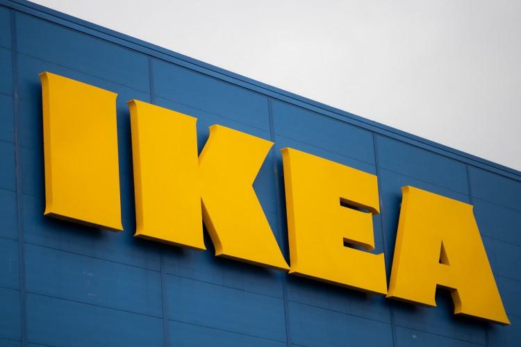Logotipo da rede de lojas de móveis escandinava Ikea em Saint-Herblain, nos arredores de Nantes, oeste da França (Foto: LOIC VENANCE / AFP)
