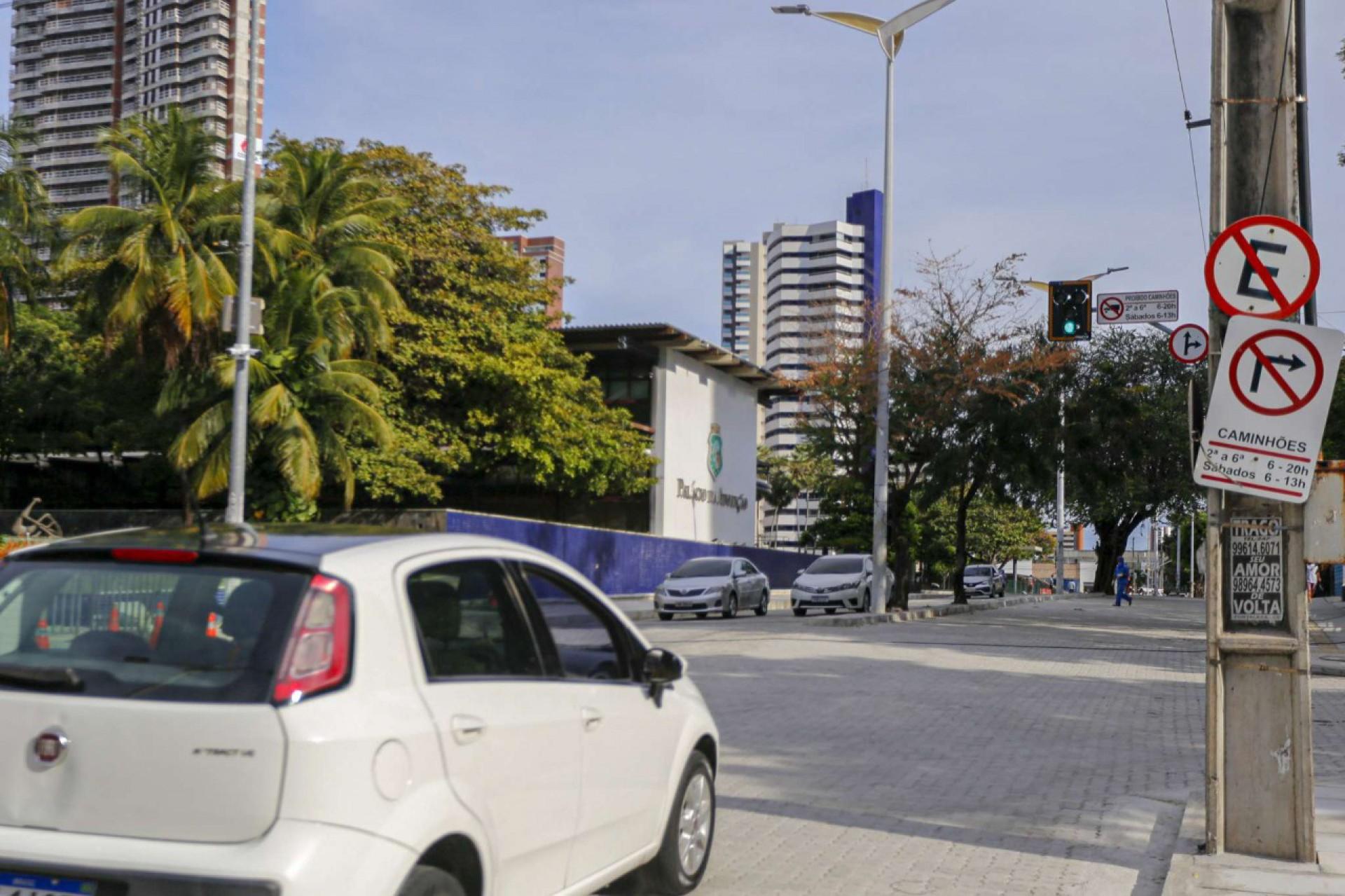 O espaço foi interditado  para  implantação de piso intertravado e outros serviços de requalificação na região
