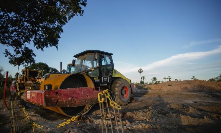 CAUCAIA, CE, BRASIL, 15-06.2021: máquinas utilizadas na exploração da área