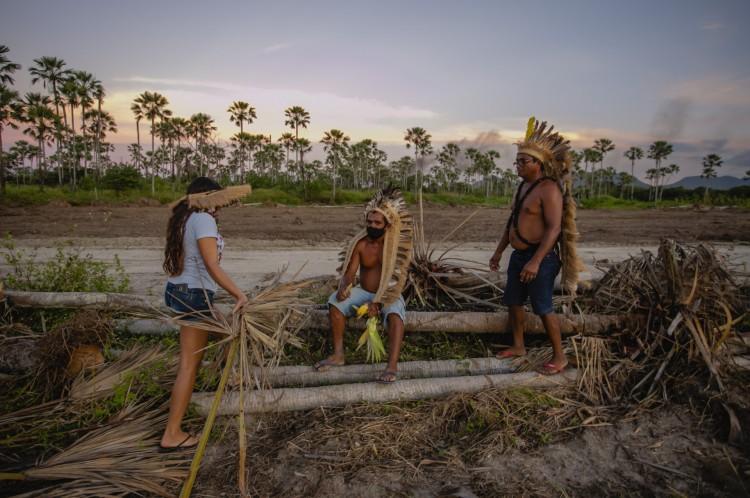 CAUCAIA, CE, BRASIL, 15-06.2021: índios da tribo Tapeba pedem intervenção da justiça para barrar exploração da área