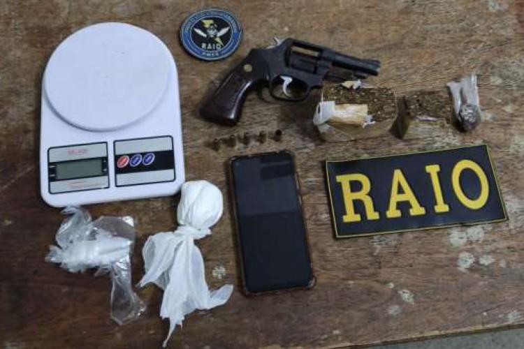 A PM prendeu dois homens por tráfico e apreendeu drogas em Varjota (Foto: Foto: Polícia Militar do Ceará)