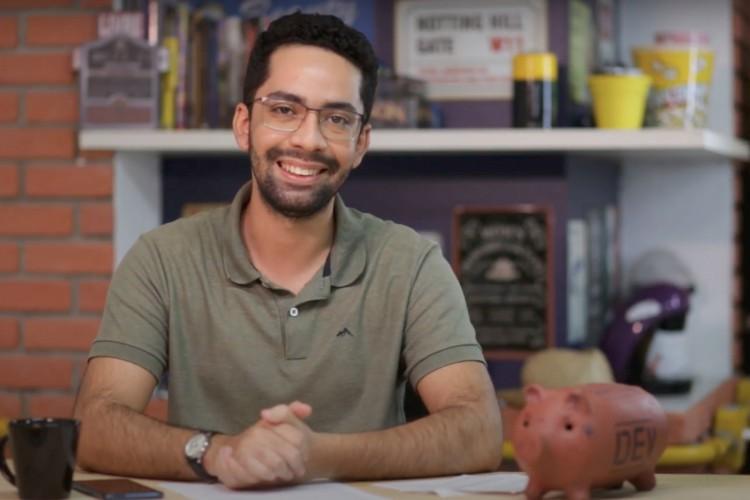 No programa de estreia, Samuel Pimentel, dá dicas de como descomplicar a sua vida financeira. Os  episódios são publicados todas as quartas-feiras no Youtube do O POVO Online.   (Foto: Reprodução/Dei Valor)