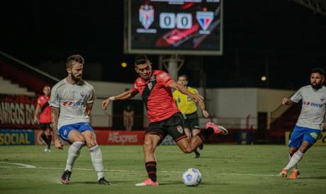Fortaleza e Atlético-GO se enfrentam pela Série A do Brasileirão. Veja onde assistir ao vivo à transmissão e qual horário do jogo.