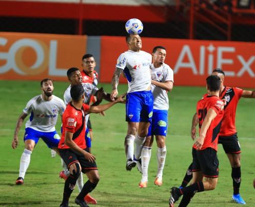 Fortaleza empata em 0 a 0 com Atlético-GO em Goiânia e segue líder da Série A