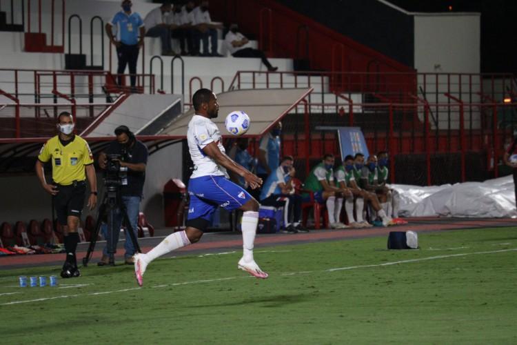 Fortaleza empatou sem gols com o Atlético-GO fora de casa na noite desta quinta-feira, 17.  (Foto: Leonardo Moreira / Fortaleza EC)