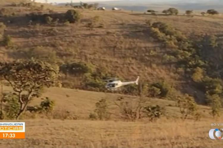 A área onde aconteceu o tiroteio fica próxima à base montada pela polícia (Foto: Reprodução/TV Anhanguera)