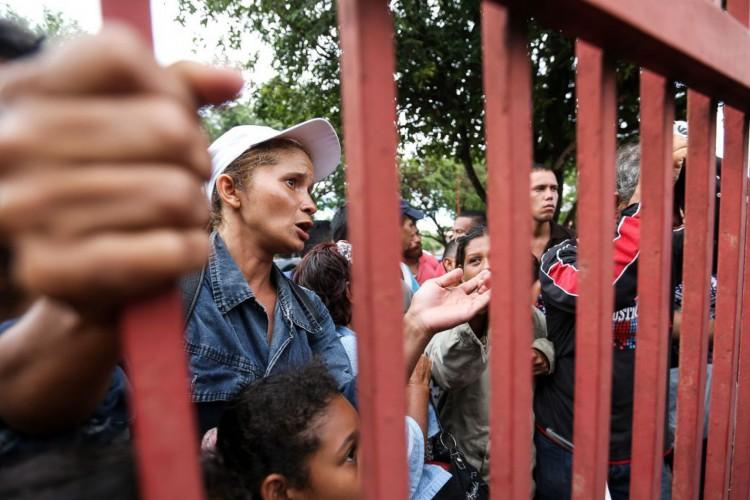 Venezuelanos aguardam vagas em abrigos para refugiados em Boa Vista. (Foto: Marcelo Camargo/Agência Brasil)