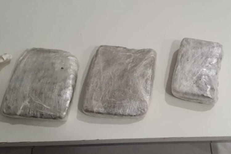 Cerca de 1,5kg de maconha foi encontrada na bagagem de passageira no Aeroporto de Fortaleza (Foto: Foto: Polícia Federal)