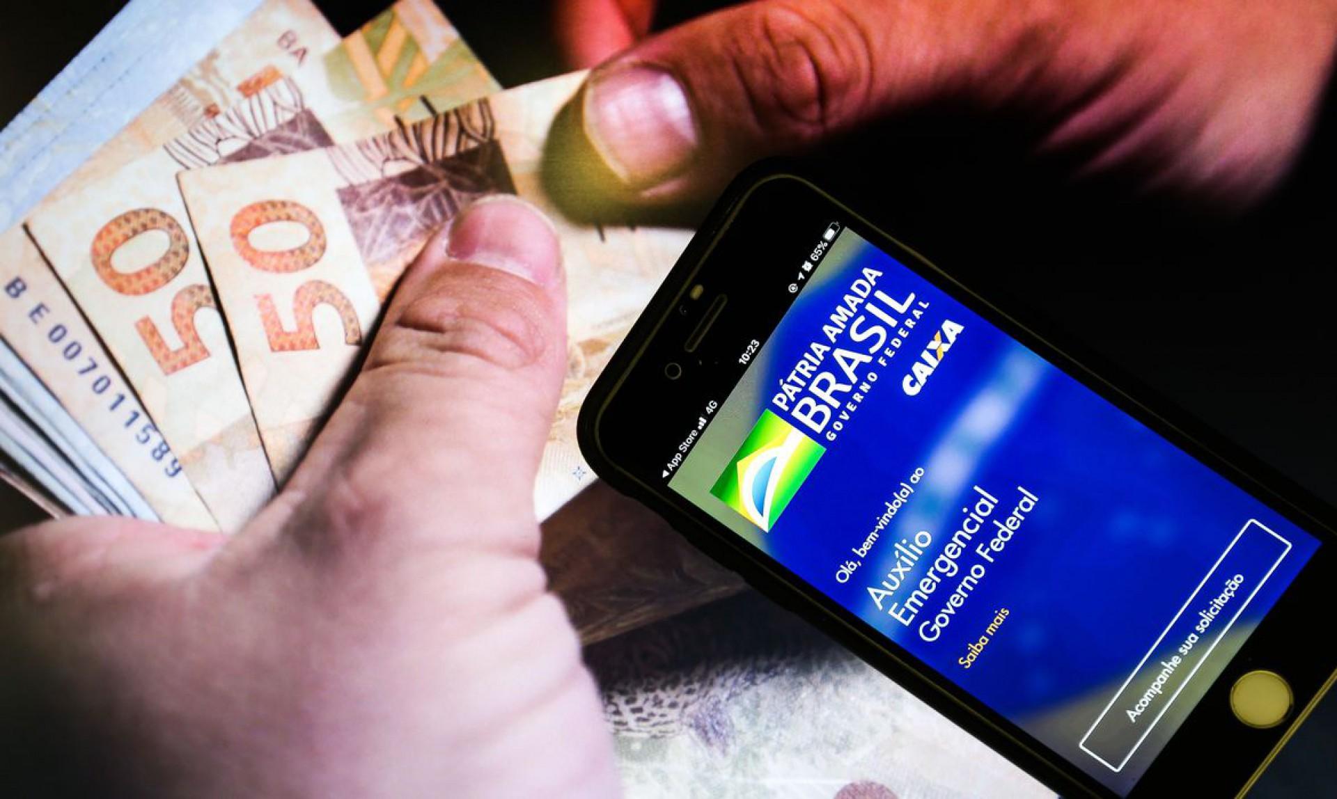 Auxílio Emergencial 2021: inscritos via app e site começam a receber a 3ª parcela do benefício