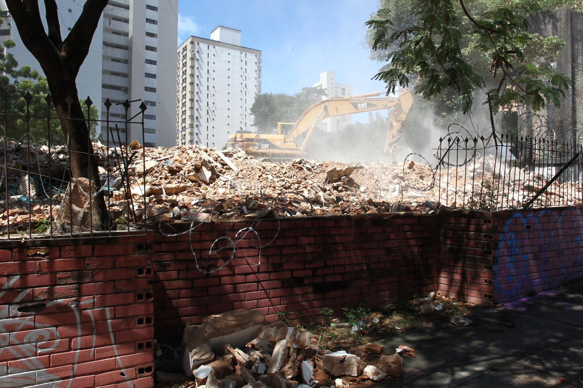 (Foto: FABIO LIMA)Demolição do Residencial Iracema. rua Antonio Augusta