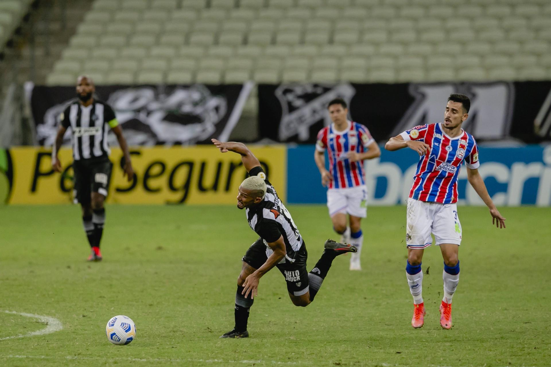 Após abrir o placar, Ceará cedeu a virada com dois gols em 9 minutos
