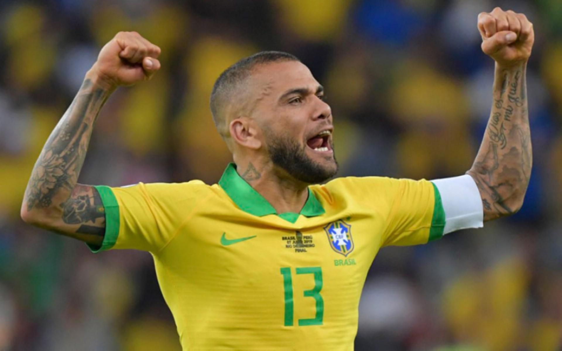 André Jardine surpreende e chama Daniel Alves para representar a Seleção Brasileira nas Olímpiadas