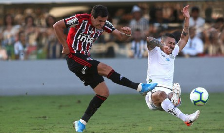 Entre os jogos de hoje, quinta-feira, 7 de outubro, São Paulo e Santos se enfrentam pela Série A do Brasileirão. Veja onde assistir ao vivo à transmissão e qual horário dos jogos do dia.