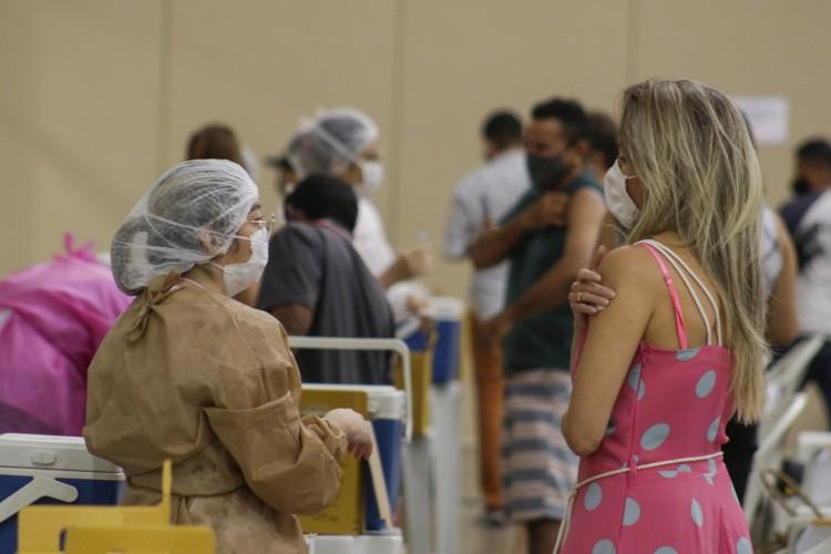 O Centro de Eventos do Ceará é o local com a maior capacidade de vacinação em Fortaleza.  O número de pontos de vacinação na Capital aumentou para 113 desde essa segunda, 21 de junho (Foto: Thais Mesquita)