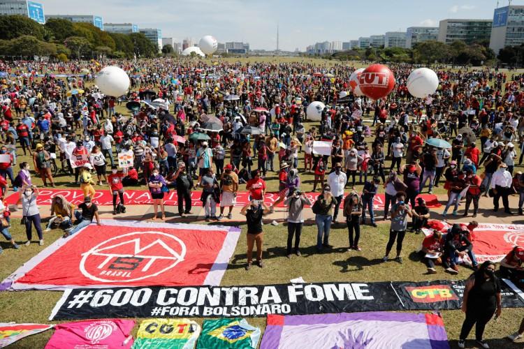 Brasília foi uma das cidades onde os protestos tiveram início na manhã deste sábado, 19 (Foto: Sergio Lima/AFP)