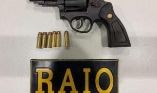 Revólver calibre 38 foi apreendido com seis munições
