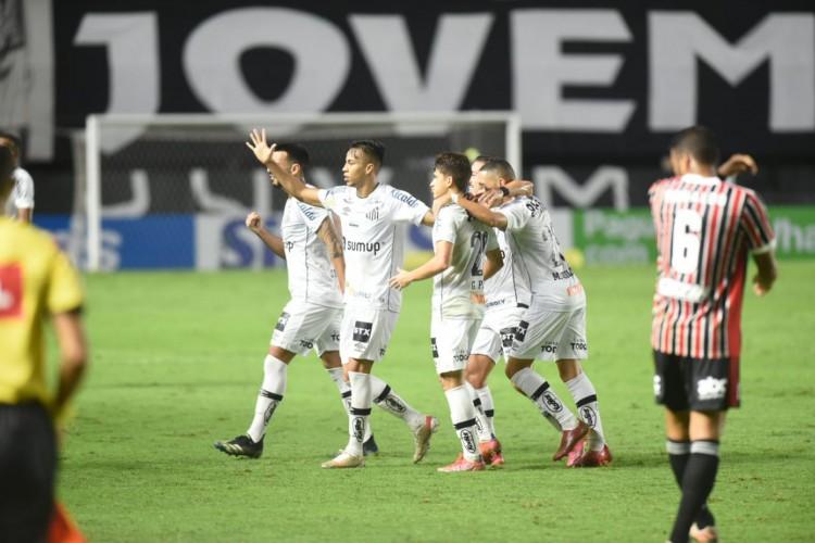 Jogadores do Santos comemoram gol no jogo Santos x São Paulo, na Vila Belmiro, pela Série A (Foto: Ivan Storti/Santos FC)