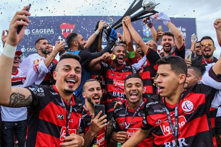 Campinense segura pressão do Sousa e conquista título do Paraibano (Foto: )