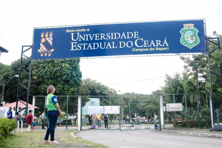 O governador Camilo Santana (PT) anunciou a liberação de aulas presenciais em faculdades e universidades cearenses a partir da próxima segunda-feira, 28 (Foto: Fernanda Barros)