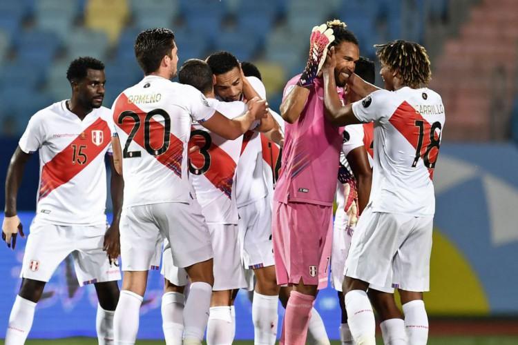 Copa América: Peru vence Colômbia e mantém Brasil na ponta do Grupo B (Foto: )