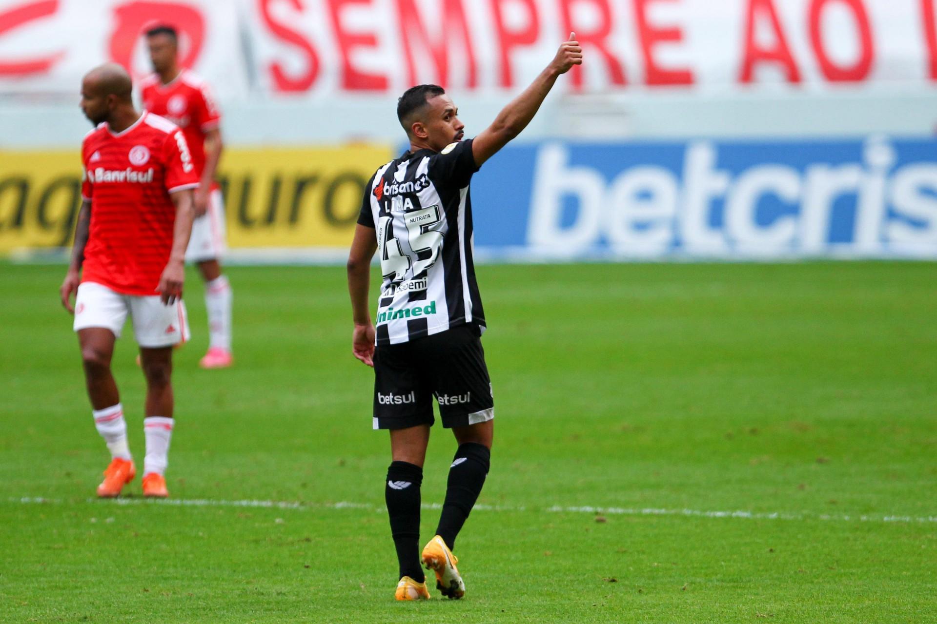 LIMA, meia do Ceará, fez o gol de empate contra o Internacional em Porto Alegre (Foto: EVERTON SILVEIRA/AE)