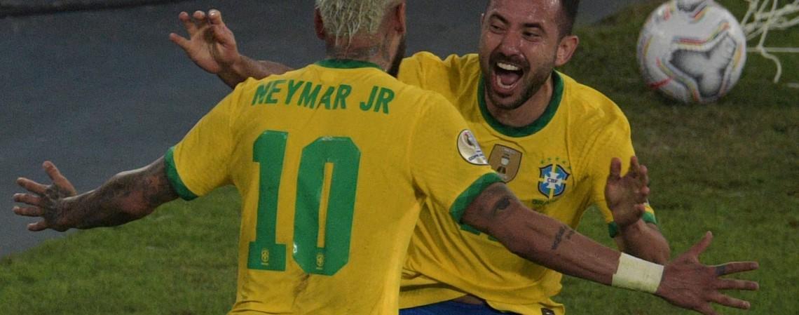 Entre os jogos de hoje, segunda, 5 de julho, Brasil de Neymar encara o Peru na semifinal da Copa América (Foto: CARL DE SOUZA / AFP)