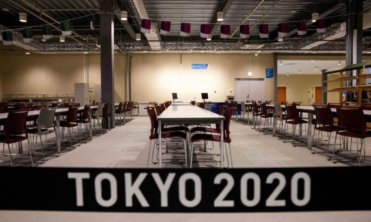 Uma vista do refeitório principal da Vila Olímpica durante um tour pela mídia da Vila Olímpica e Paraolímpica de Tóquio 2020 em Tóquio em 20 de junho de 2021. (Foto de Behrouz MEHRI / AFP)