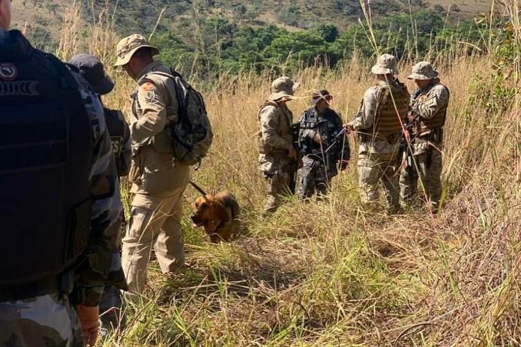Buscas a Lázaro Barbosa, 32, acusado de crimes em série em Goiás e no Distrito Federal. (Foto: Divulgação/SPS-GO)