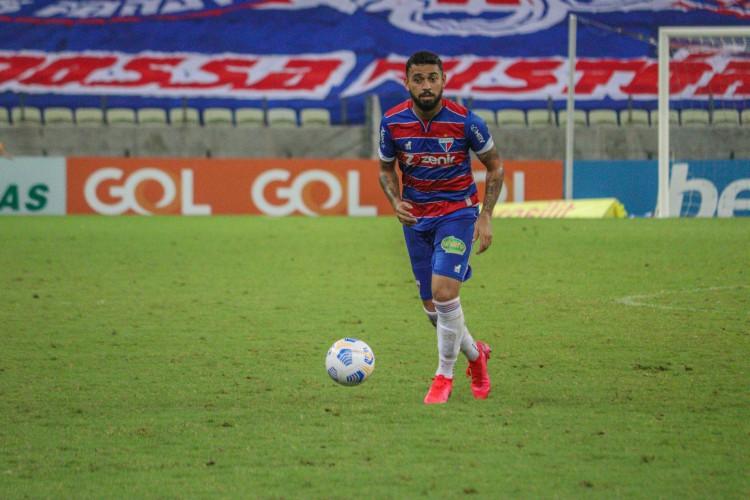 Volante Felipe com a bola no jogo Fortaleza x Sport, na Arena Castelão, pela Série A (Foto: Bruno Oliveira/Fortaleza EC)