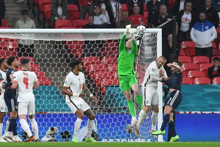 Inglaterra de Pickford enfrenta hoje a República Tcheca; veja onde assistir ao vivo à transmissão e qual horário do jogo (Foto: JUSTIN TALLIS / AFP)