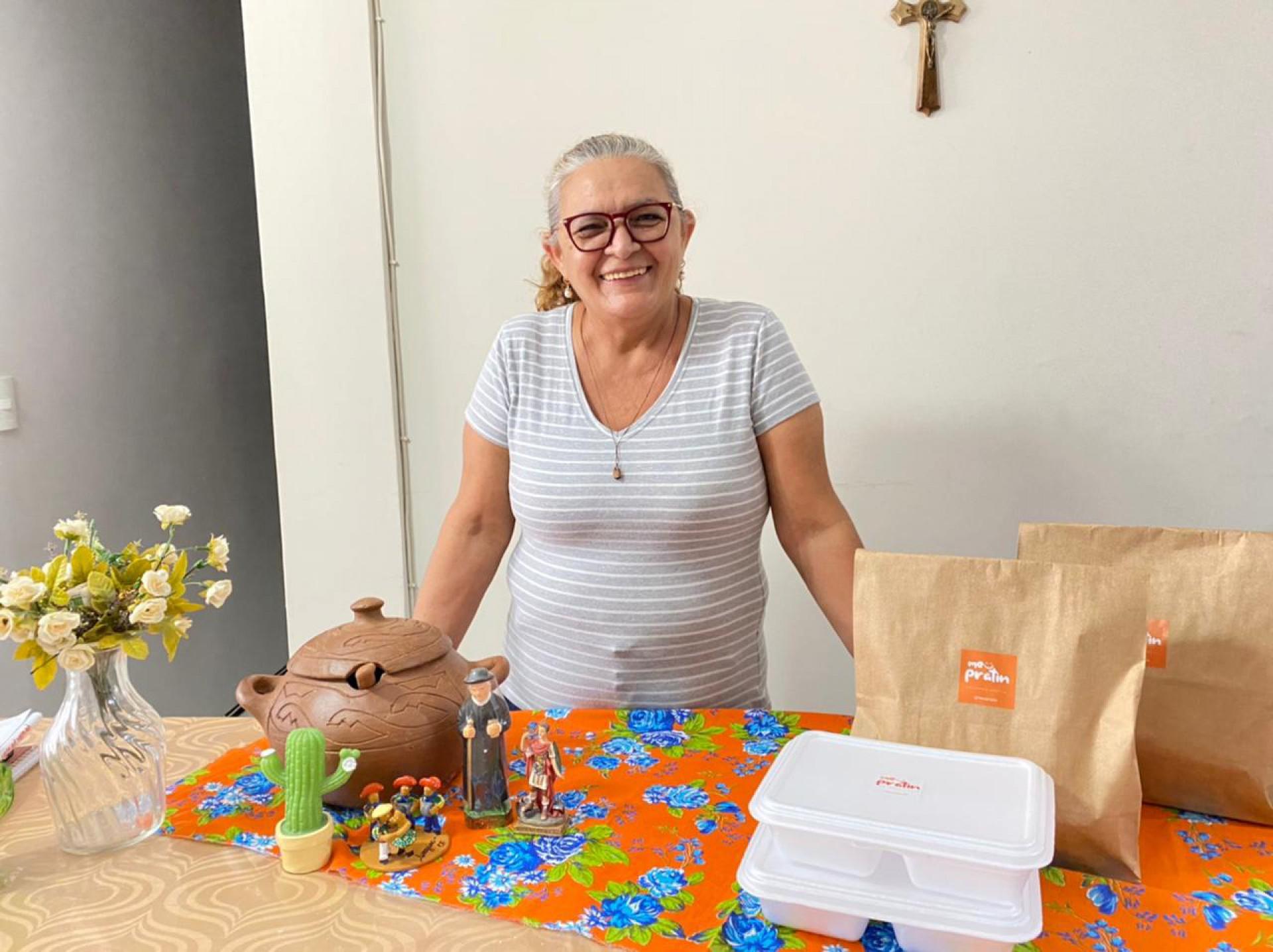 Hoje aposentada, dona Suely continua firme com seu empreendimento