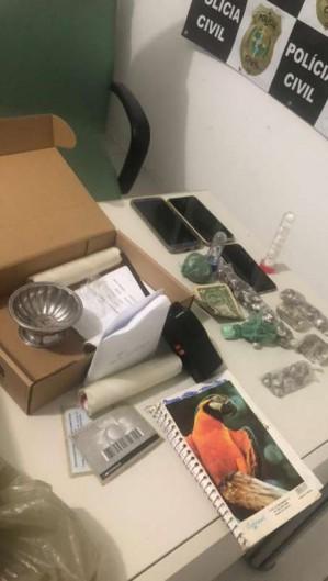 Ação da Polícia Civil resulta em apreensão de celulares roubados e de drogas em Aquiraz (Foto: Foto: SSPDS)