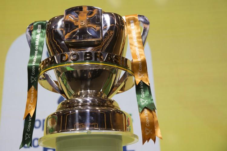 Taça da Copa do Brasil 2021 em sorteio na sede da CBF, no Rio de Janeiro (Foto: Amanda Paiva/CBF)