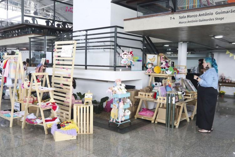 A rede Maternativa, promove a feira de mulheres empreendedoras no Espaço Cultural Renato Russo (Foto: Valter Campanato/Agência Brasil)