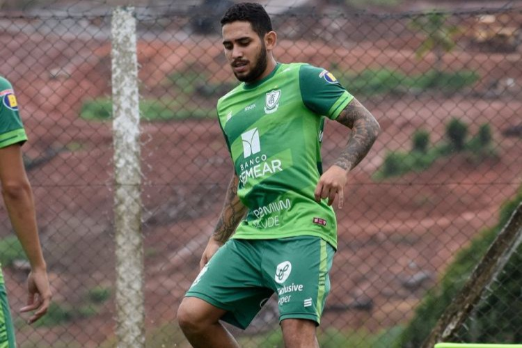 Leandro Carvalho durante treinamento do América-MG (Foto: DIVULGAÇÃO/AMÉRICA-MG)