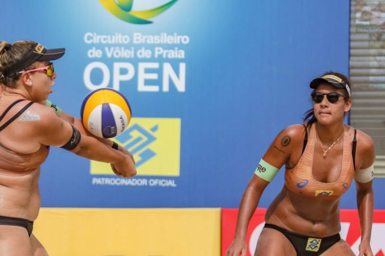 Melhores duplas brasileiras de vôlei de praia estreiam no Superpraia (Foto: )