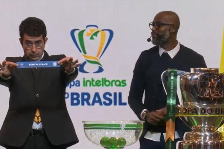 Jogo entre Fortaleza e CRB foi o quarto sorteado e será o único jogo entre times do Nordeste nas oitavas de final do torneio (Foto: Reprodução/CBF TV)