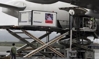 Carga com primeiras doses da CoronaVac chega ao Aeroporto Internacional de São Paulo.19/11/2020. REUTERS/Amanda Perobelli
